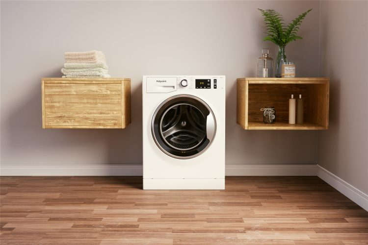 Hotpoint ActiveCare washing machine (NM11 1044 WC A UK N) - lifestyle 2