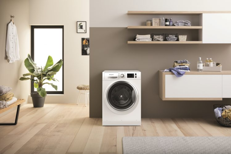 Hotpoint ActiveCare washing machine (NM11 1044 WC A UK N) - lifestyle