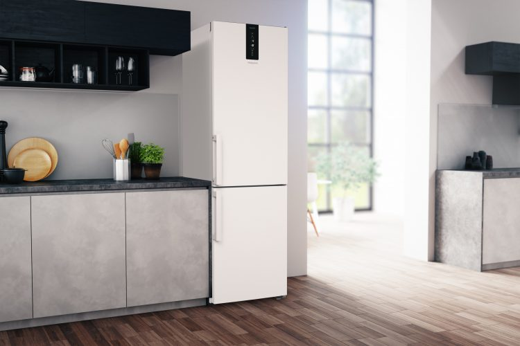 Hotpoint Class 7 Total NoFrost fridge freezer (H7NT 911T W H) - lifestyle