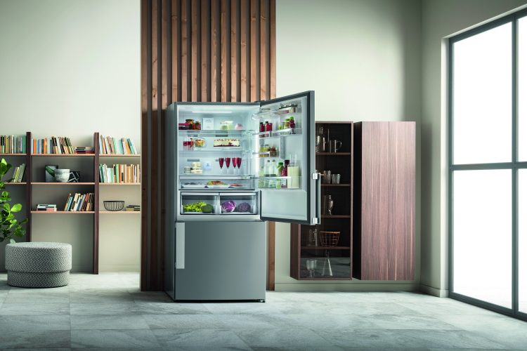 Hotpoint Dual Cool Total NoFrost fridge freezer H84BE 72 XO3 UK - lifestyle open - hi