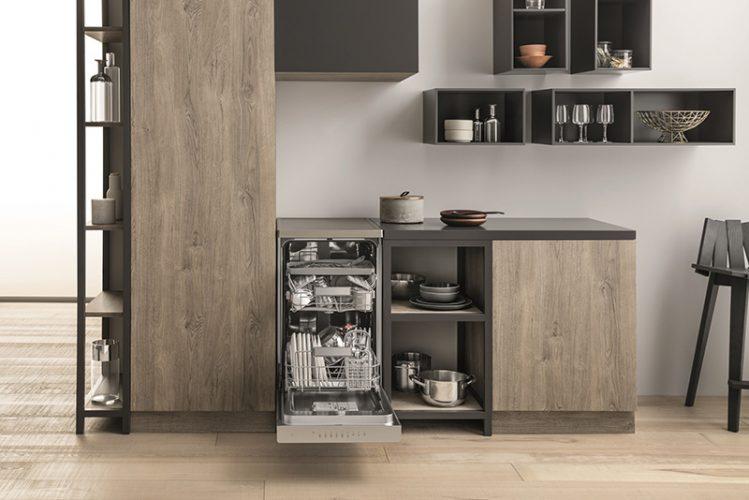 Hotpoint HSFO 3T223 W X UK 3D Zone Wash slimline freestanding - lifestyle - lo