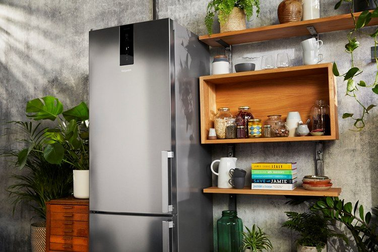 Hotpoint fridge freezer - lo
