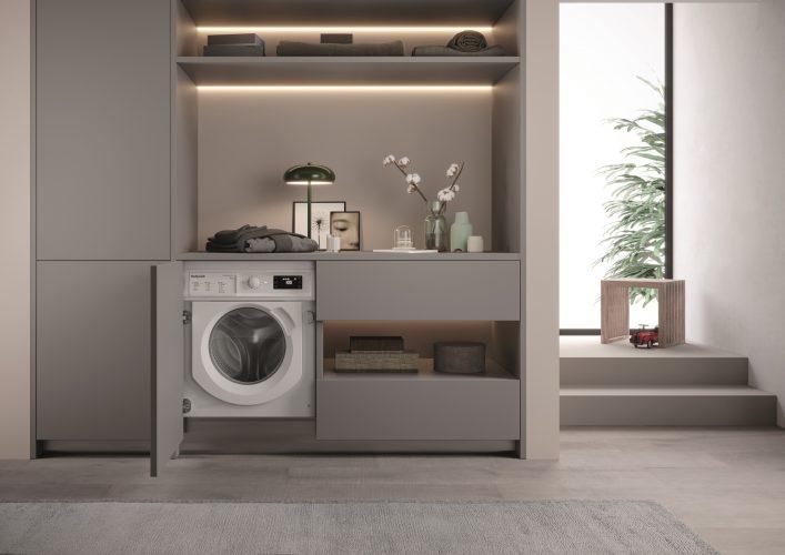 Hotpoint integrated washing machine (BI WMHG 91484 UK) - lifestyle hi
