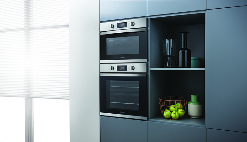 Indesit Aria oven and microwave - lifestyle - lo