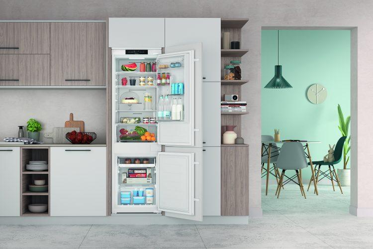 Indesit built-in Push&Go fridge freezer INC18 T311 UK - lifestyle - hi