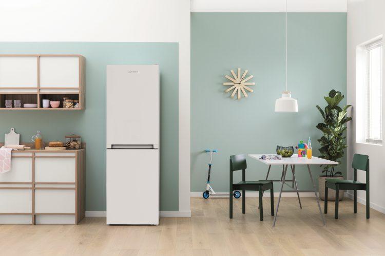 Indesit combination fridge freezer IBNF 55181 W UK - lifestyle - hi