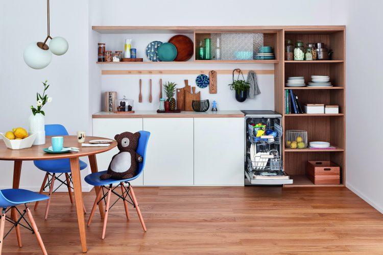 Indesit freestanding slimline Push&Go dishwasher - lifestyle - hi